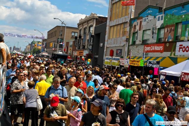 ./photos/crowds_on_the_street_taste_of_danforth.jpg